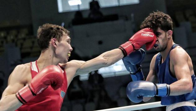 Казахстанский боксер побывал в нокдауне и проиграл чемпиону мира из Узбекистана в отборе на ОИ