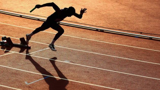 Во Франции мужчина на самоизоляции пробежал марафон на своем балконе