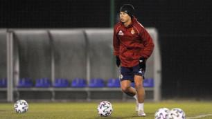 Футболисту сборной Казахстана сократили зарплату в европейском клубе