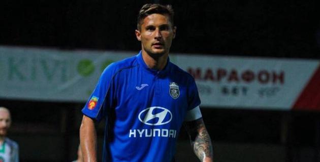 Игравший в Казахстане футболист оформил дубль в матче с пятью голами и удалением