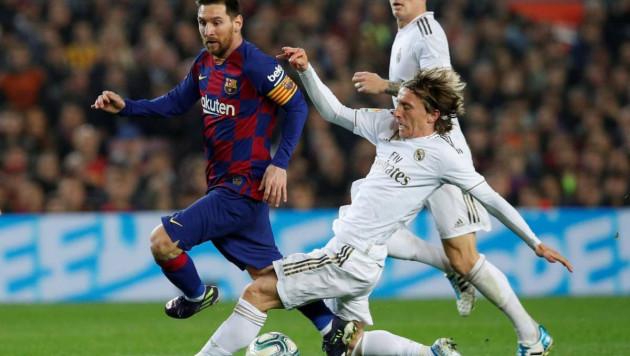 Матчи чемпионатов Испании, Италии и Франции по футболу могут пройти в Казахстане - СМИ