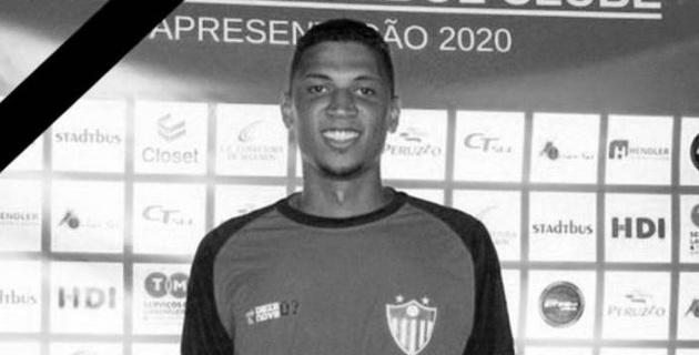 22-летний бразильский футболист умер на сеансе физиотерапии
