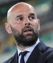 Футбольный тренер отказался от сокращения зарплаты и остался без клуба