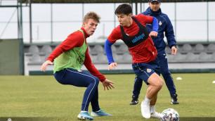 Тренер казахстанского футболиста назвал сроки возобновления тренировок