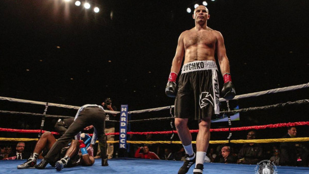 Казахстанец Дычко победил российского боксера и вышел в 1/8 финала фэнтези-турнира