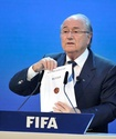 ФИФА попросила продолжить расследование в отношении Блаттера