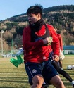 Тренировки европейского клуба с участием казахстанского футболиста срочно приостановили