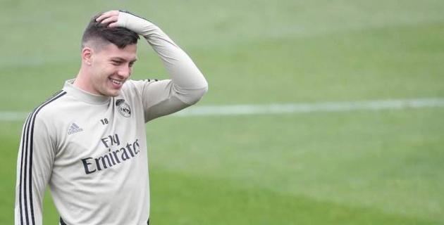 """Футболист """"Реала"""" упал со стены дома и сломал ногу"""