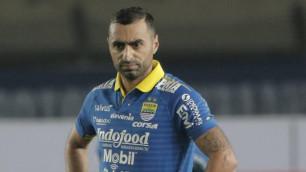 Поигравший в КПЛ футболист помог новому клубу победить и сохранить лидерство в чемпионате