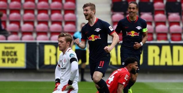 Хет-трик форварда сборной Германии принес немецкому клубу победу со счетом 5:0
