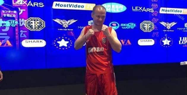 Экс-футболист казахстанского клуба прошел взвешивание перед боксерским боем