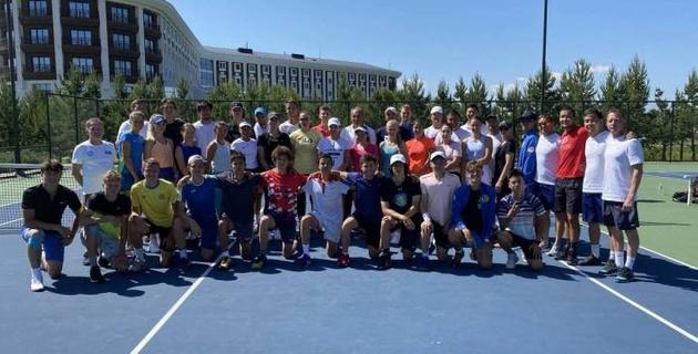 Сборные Казахстана по теннису впервые после карантина приступили к УТС