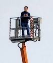 В Польше фанат арендовал строительный кран, чтобы посмотреть футбольный матч
