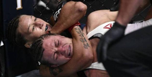 """""""Она чудовище!"""". Экс-чемпионка восхитилась стилем казахстанки Агаповой после дебюта в UFC"""