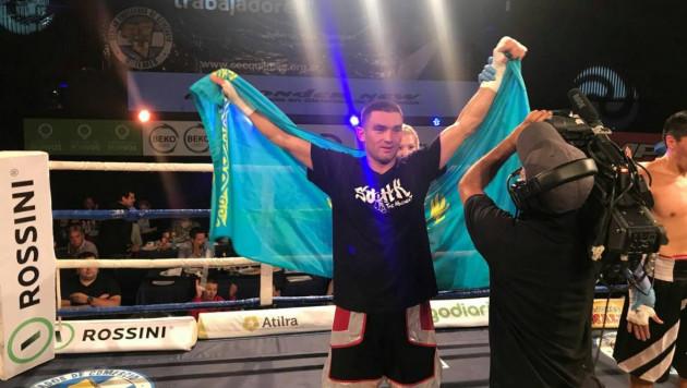 Казахстанский боксер Моминов выиграл 11-й бой в карьере