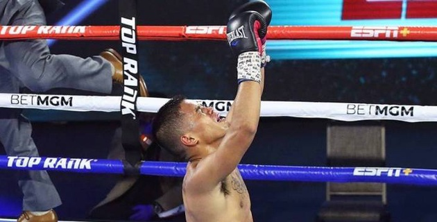 Главный бой вечера бокса с участием казахстанца Моминова завершился сенсацией с двумя нокдаунами