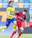 Клубу казахстанского футболиста разрешили проводить домашние игры со зрителями