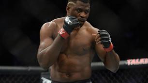 """""""Не мог справиться"""". Звезда UFC оценил спарринг против тренировавшегося с Головкиным супертяжа"""
