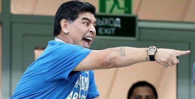 Марадона стянул с себя трусы во время танца и шокировал находящихся рядом людей