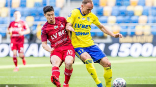 Европейский клуб убрал казахстанца Жукова в запас и выиграл матч за выживание
