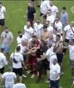 В Венгрии фанаты выбежали на поле и напали на футболистов после вылета команды из элиты