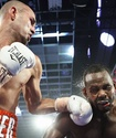 Экс-чемпион мира в двух весах встал после аннулированного нокдауна и победил в Лас-Вегасе