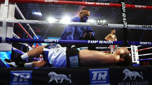 Боксер отправил соперника за канаты и победил нокаутом в первом раунде