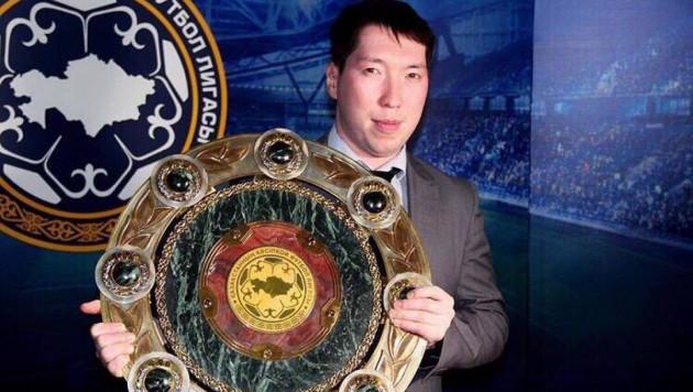 Директор футбольного клуба в Казахстане заложил внедорожник ради зарплаты игрокам