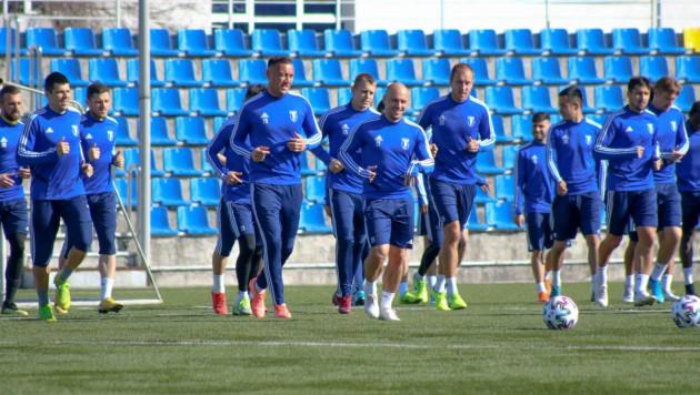 Футболисты клуба казахстанской премьер-лиги массово заболели