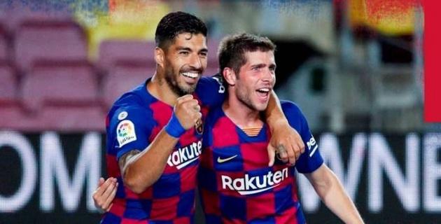 """""""Барселона"""" выиграла дерби с двумя удалениями и приблизилась к """"Реалу"""""""