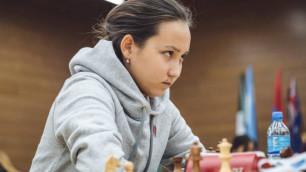 Одна победа. Как Жансая Абдумалик и Бибисара Асаубаева выступают на мировом турнире по быстрым шахматам