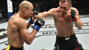 Казахстанец привел российского бойца к досрочной победе в поединке за титул чемпиона UFC