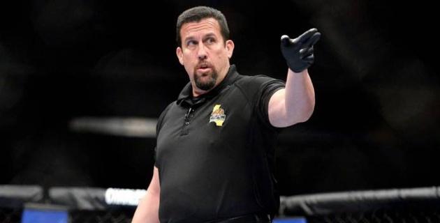 Легендарный рефери раскритиковал UFC за судейство на турнире с участием казахстанца Жумагулова