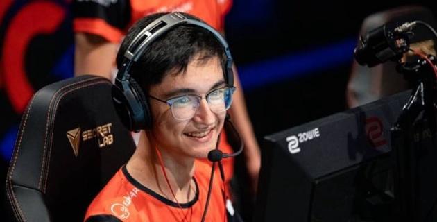 Видео с казахстанцем признали лучшим моментом игрового дня на европейском турнире по CS:GO