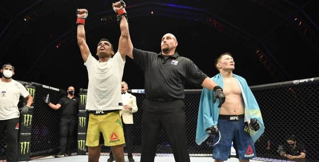 Обидчик казахстанца Жумагулова поднялся в рейтинге UFC после спорной победы