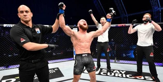 """Уроженец Казахстана исполнил трюк из """"Матрицы"""" и получил бонус за лучший бой турнира от UFC"""