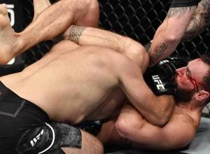 """Российского бойца """"задушили"""" в первом раунде на турнире UFC"""
