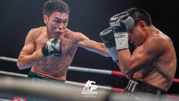 Казахстанский боксер сенсационно проиграл после нокдауна и потерял титулы от WBA, WBO и IBF