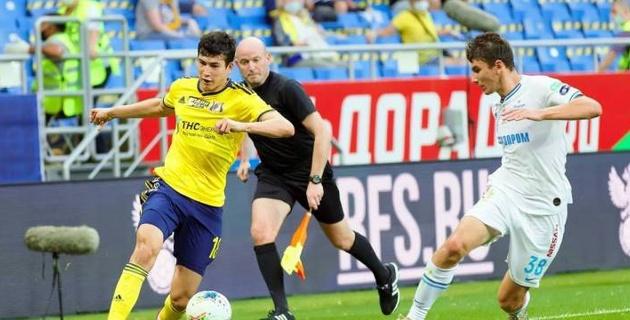 Казахстанец Зайнутдинов вошел в число лучших игроков футбольного клуба в России