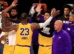 ЛеБрон Джеймс завершил победным броском первый матч после возобновления сезона НБА