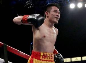 Экс-чемпионы мира выдали бой со столкновением головами и десятью раундами