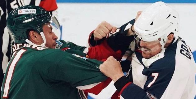 """Хоккеисты из конференции """"Барыса"""" подрались в предсезонном матче"""