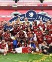 """Футболисты """"Арсенала"""" сломали Кубок Англии во время празднования"""
