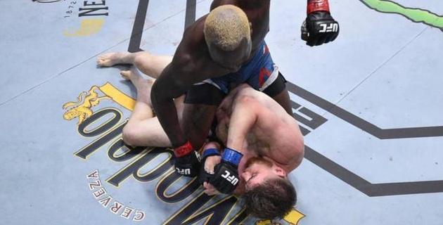 """""""Золотой мальчик"""" UFC потерпел первое поражение в карьере"""