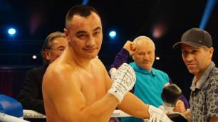 Непобежденный казахстанский супертяж прошел взвешивание и битву взглядов перед боем