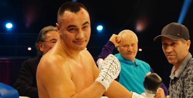 Казахстанский супертяж прокомментировал досрочную победу над экс-соперником чемпиона мира