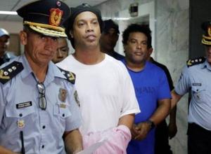 Прокуратура потребовала приостановить процесс над Роналдиньо