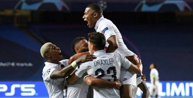 ПСЖ забил два гола после 90-й минуты и стал первым полуфиналистом Лиги чемпионов