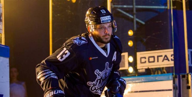 Хоккеист из КХЛ передумал уходить из казахстанского клуба после увеличения зарплаты