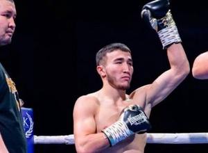 21-летний боксер из Казахстана выиграл третий бой подряд в профи